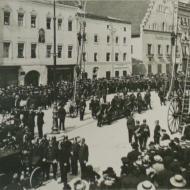 1910_Uebung_auf_Theresienplatz.JPG